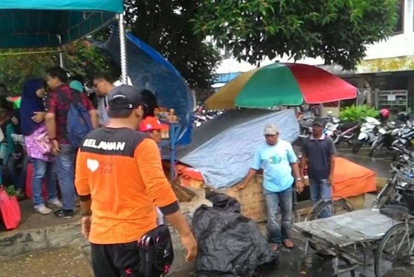 Rumah Zakat menyerahkan bantuan untuk korban longsor di Riau.