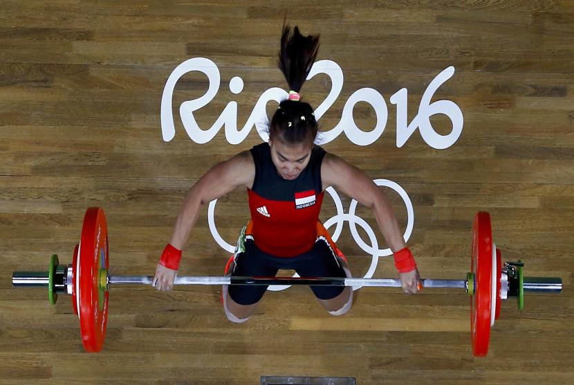 Sri Wahyuni beraksi saat memperebutkan medali cabang angkat besi kelas 48 kilogram di Riocentro, Rio de Janiero, Brasil, Agustus 2016. Sri Wahyuni juga akan menjadi andalan Indonesia pada Asian Games 2018.