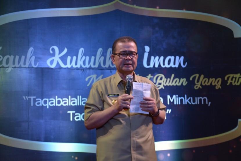 Wakil Gubernur Sumatera Barat Nasrul Abit saat berbicara di acara Halal bi Halal Semen Padang, Senin (3/7)