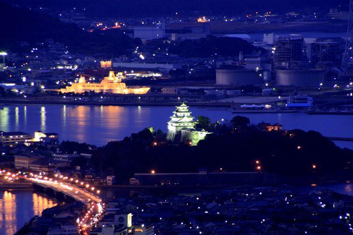 昼の景色も最高ですが、夜には美しい夜景を眺めることが出来ます。