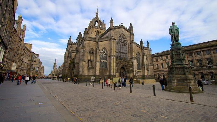 エディンバラの発展を見守ってきたコットランド教会の大聖堂