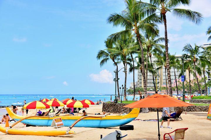 """水上のラプンツェル!切なくも美しいハワイの""""ランタンフローティング""""とは"""