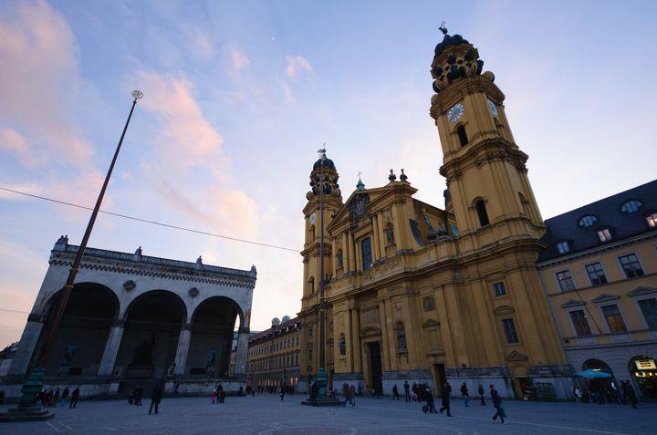 ミュンヘンの必見バジリカ「テアティーナ教会」白亜の祭壇が美しすぎる!