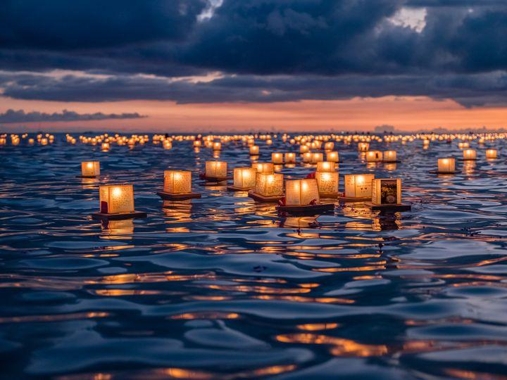 絶景ビーチが生み出すラプンツェルの世界!ハワイの「ランタン祭り」が最高すぎる