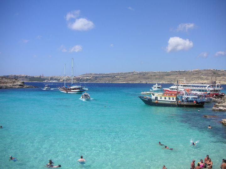 この夏見たい青の絶景!マルタ共和国にある絶景「コミノ島」の魅力をご紹介
