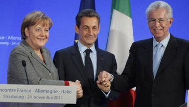 German Chancellor Angela Merkel (L), France's President Nicolas Sarkozy (C) and Italy's Prime Minister Mario Monti shake hands at the end of a news conference after a trilateral meeting on eurozone crisis in Strasbourg, eastern France, November 24, 2011. REUTERS/Michel Euler/Pool