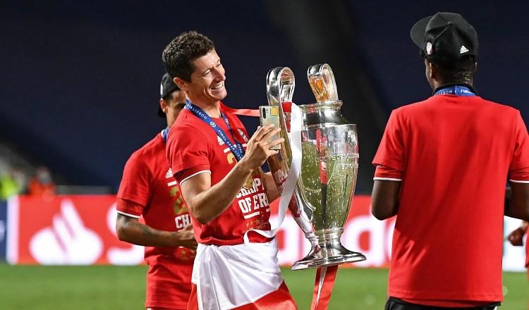 Lewandowski finally gets to lift Champions League trophy ...