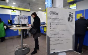 Basic income.  Documentation at the post office in via Carlo Freguglia (SEBASTIANO TERRENI / Fotogramma, Milan - 2019-03-06) ps the photo can be used in compliance with the context in which it was taken, and without the defamatory intent of the decorum of the people represented