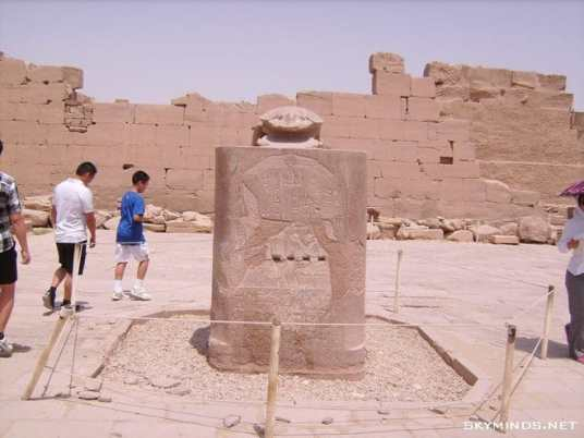 Louxor : temple de Karnac, musée du papyrus, bords du Nil, mine d'albâtre, Vallée des Rois et temple de Medinet Habu photo 17