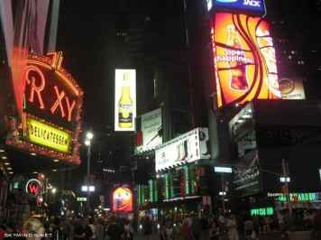 New York City : 5th Avenue, Rockefeller Center, St Patrick's Cathedral, Flatiron Building, Madison Square Park, Shake Shack's, Little Italy, Soho, Greenwich Village, Time Square photo 5
