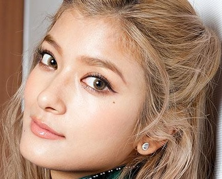 Image result for ローラ 胸 昔