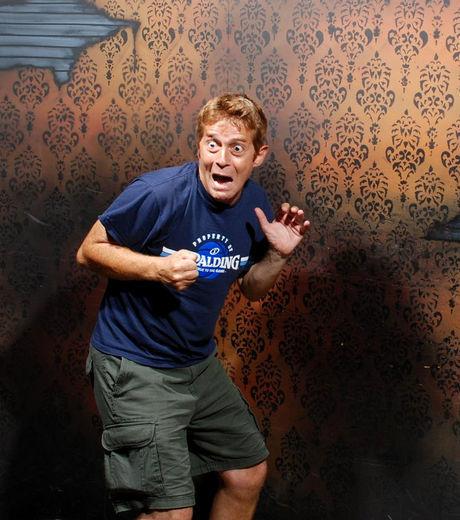 25 imagens de pessoas realmente assustadas em uma casa mal assombrada