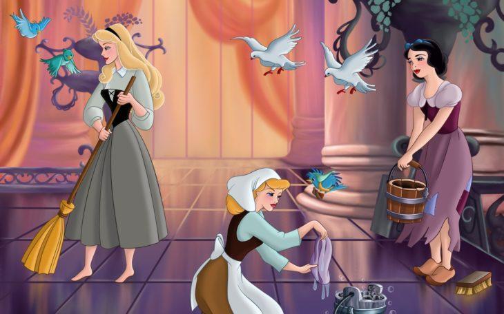 Princesas de Disney limpiando