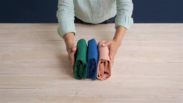 Resultado de imagen de Enrollar las camisetas