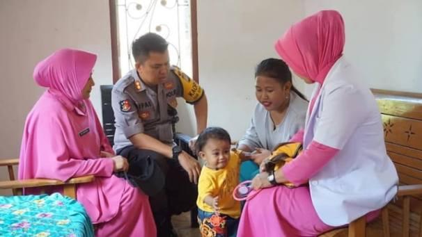 Sempat Viral, Bayi Peminum Kopi di Sulbar Kini Diberi Minum Susu ...