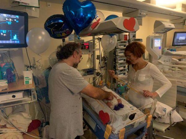 Tras cinco meses y medio Salvador, un bebé prematuro, sale de la ...