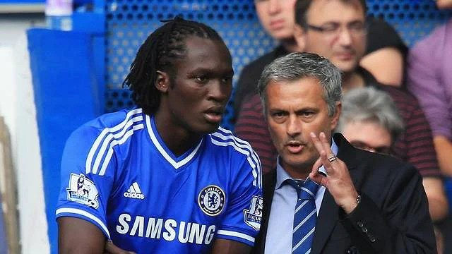 Chelsea manager Jose Mourinho talks to substitute Romelu Lukaku of Chelsea during the Barclays Premier League match against Hull City at Stamford Bridge on August 18, 2013 in London, England. (Getty Images)