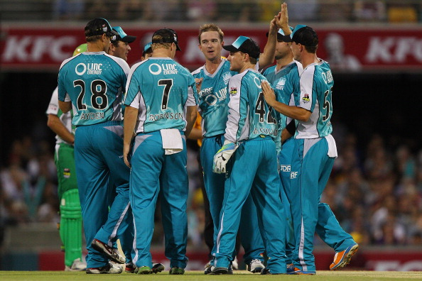 Nathan Hauritz celebrates with his Brisbane Heat teammates