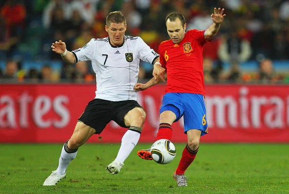 Iniesta and Schweinsteiger: Different countries, different styles