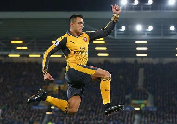 LIVERPOOL, ENGLAND - DECEMBER 13:  Alexis Sanchez of Arsenal celebrates after scoring the opening goal during the Premier League match between Everton and Arsenal at Goodison Park on December 13, 2016 in Liverpool, England.  (Photo by Alex Livesey/Getty Images)