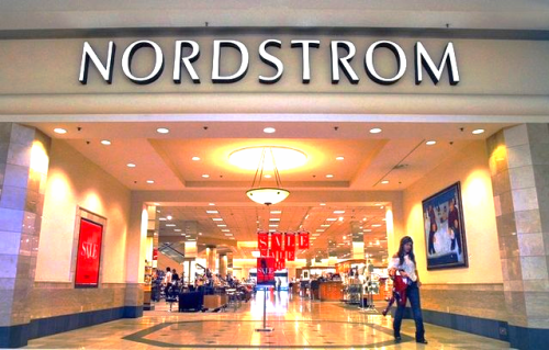 American Nordstrom stores achieve annual per square foot sales of about US $470. Photo:indystar.com