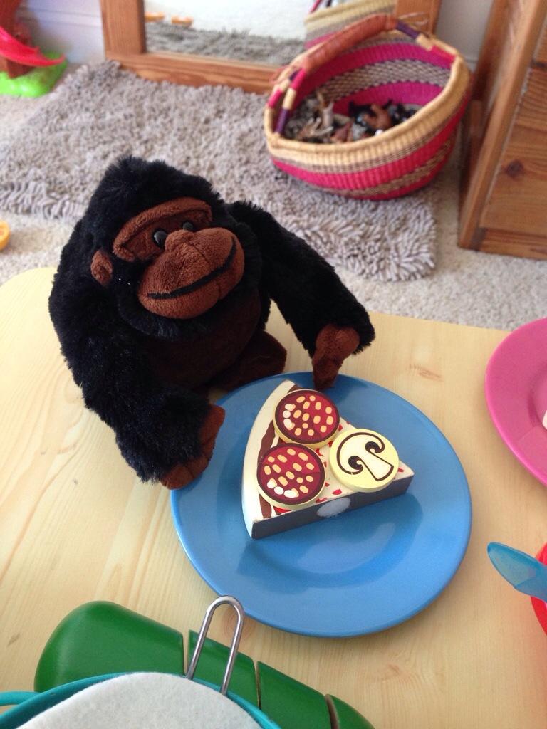 gorilla likes pizza.jpg