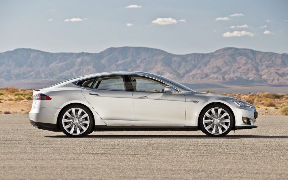 2013-Tesla-Model-S-right-side