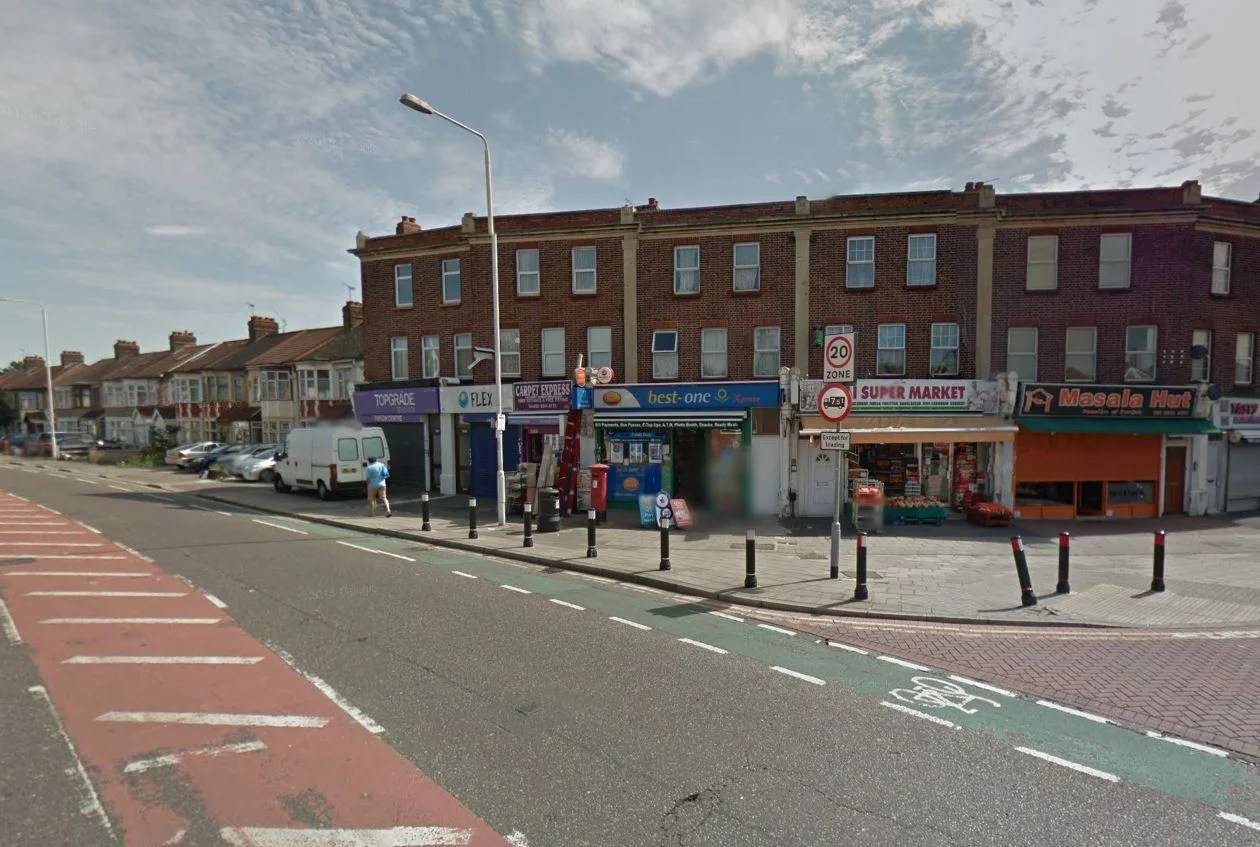 Ilford Double Stabbing Two Men Knifed In Attack Near Shops London Evening Standard