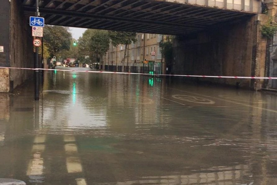 Camberwell Flooding Road Submerged Under Water With 20 Homes Flooded After Water Main Bursts