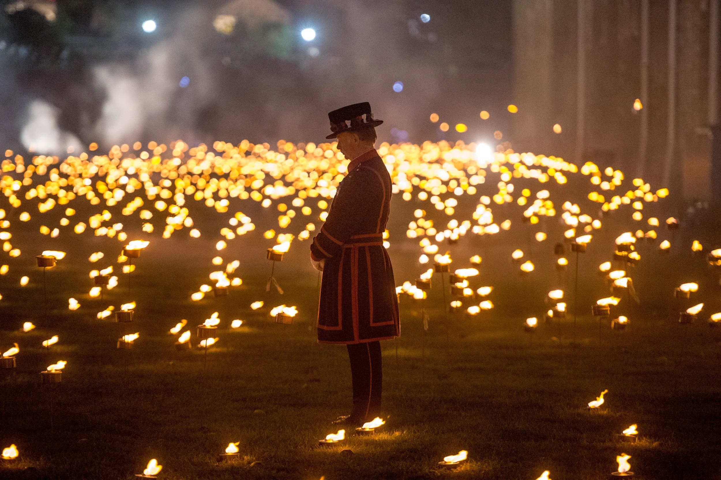 Tower Of London Flames Best Photos Of Remembrance