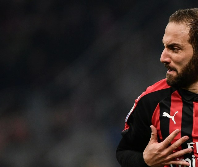 Incoming Higuain Is Set To Join Chelsea In The January Transfer Window