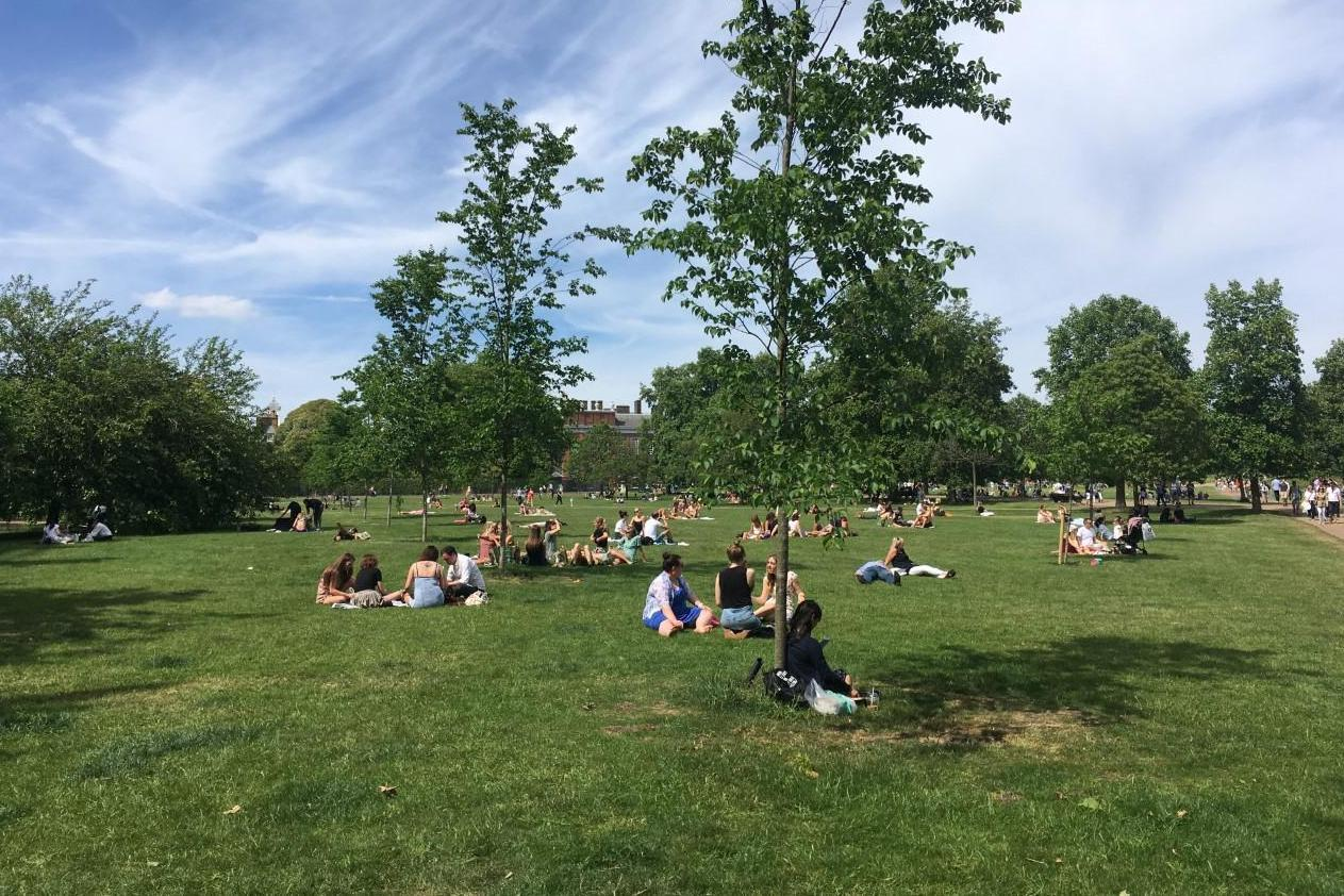 London weather forecast: Revellers sizzle in glorious sunshine on