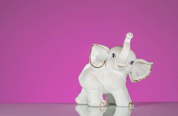 Regala figuras de elefantes en Año Nuevo