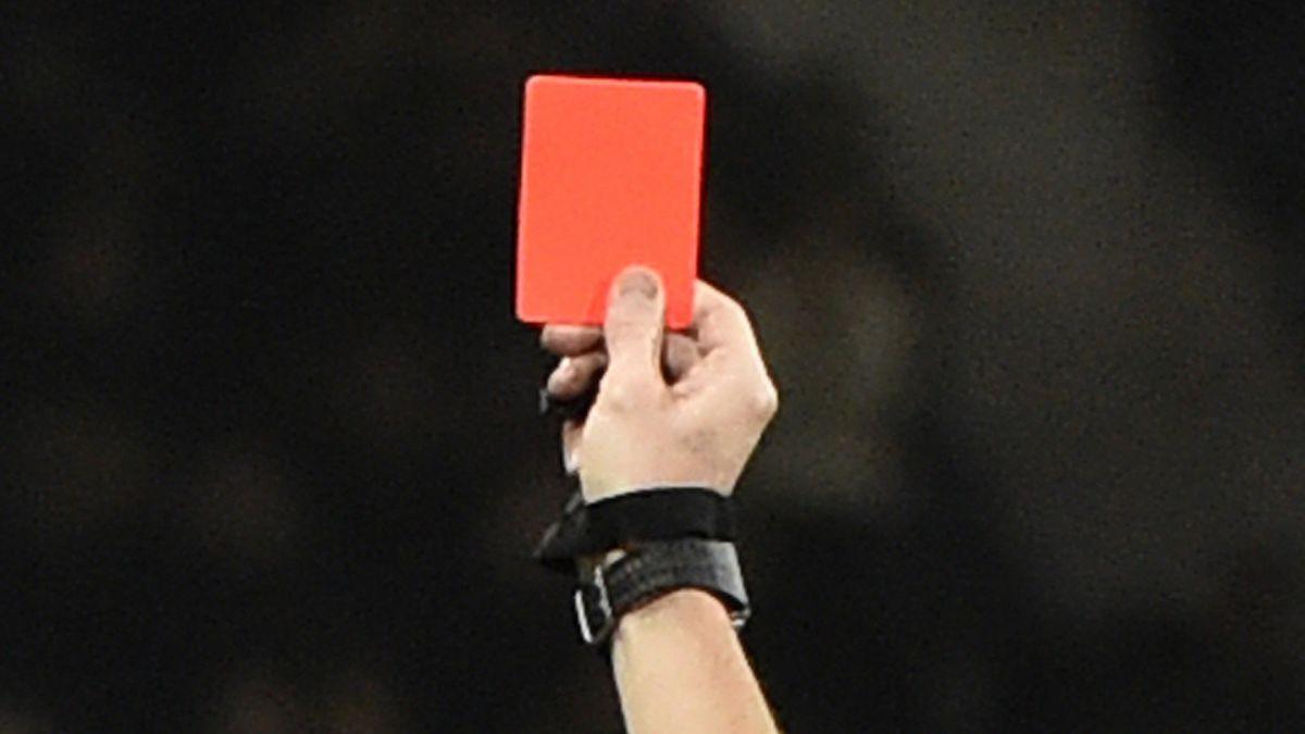 Resultado de imagen para fotos de tarjetas rojas en el futbol
