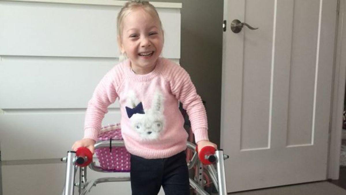 [VIDEO] El conmovedor video donde una niña con parálisis cerebral da sus primeros pasos