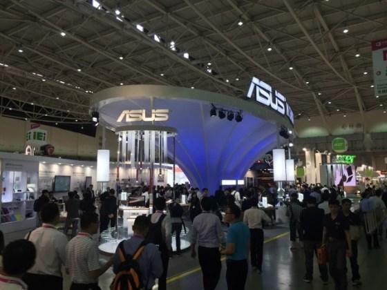 Standul ASUS la Computex 2015