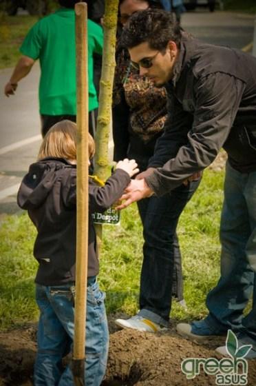 Plantare de copaci în Parcul Tineretului