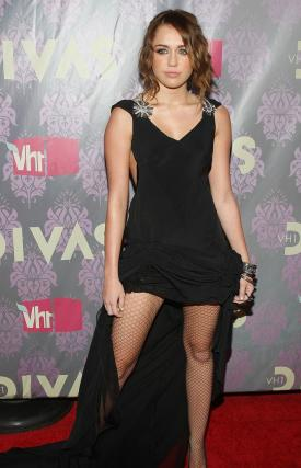 Cyrus arrives at the VH1 2009 Diva Special