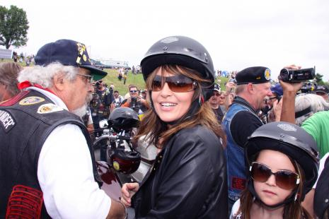 https://i2.wp.com/static.thehollywoodgossip.com/images/gallery/sarah-palin-in-leather_465x310.jpg