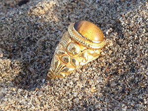 Lost heirloom ring recovered on Alameda beach