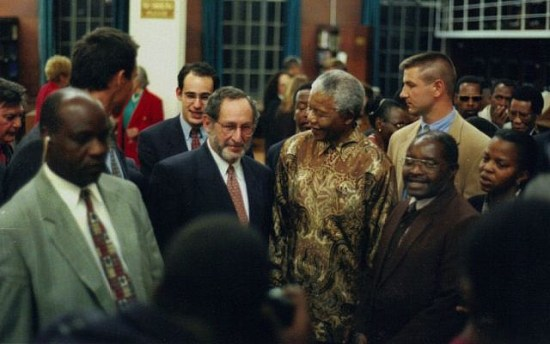 Benjamin Pogrund, center, next to Nelson Mandela (courtesy Benjamin Pogrund)