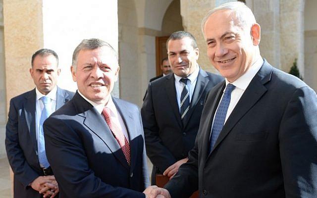 Prime Minister Benjamin Netanyahu meets with Jordanian King Abdullah II in Jordan in January 2014 (Kobi Gideon / GPO/FLASH90/ File)
