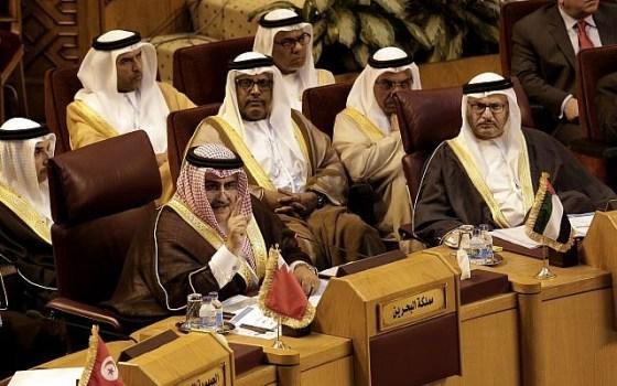Bahraini Foreign Minister Khalid bin Ahmed al-Khalifa, left, speaks during a meeting at the Arab League headquarters in Cairo, Egypt, November 19, 2017. (AP Photo/Nariman El-Mofty)