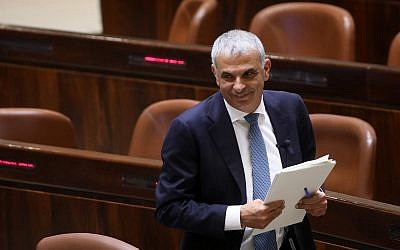 Finance Minister Moshe Kahlon during a vote in the Knesset on February 13, 2018. (Yonatan Sindel/Flash90)