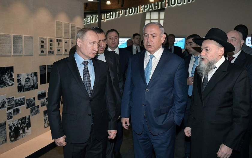 Russian President Vladimir Putin, left, Israeli Prime Minister Benjamin Netanyahu, centre, listen to Head of the Russian Federation of Jewish Communities and the museum's director Alexander Boroda, right, during their visit at the Jewish Museum and Center for Tolerance in Moscow, Russia, Monday, Jan. 29, 2018. (Alexei Nikolsky, Sputnik, Kremlin Pool Photo/AP)