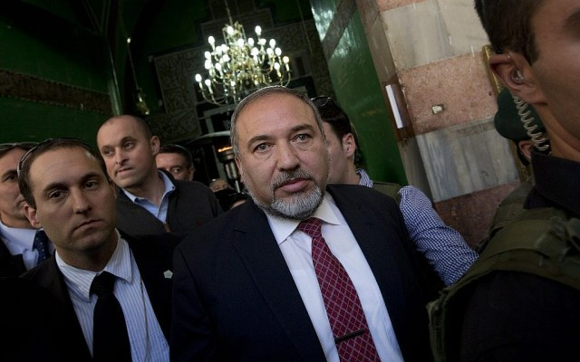Avigdor Liberman, center, visits the Tomb of the Patriarchs in the West Bank city of Hebron on January 14, 2013. (AP Photo/Bernat Armangue)