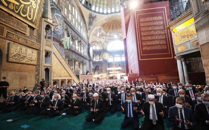 Erdogan asiste al rezo del viernes en la recién rechiaonvertido a mezquita Hagia Sophia / Fuente: presidencia turca