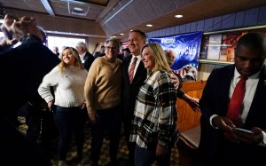 Pompeo, another 2024 Republican controversy enters Iowa, oversees Trump's long shadow