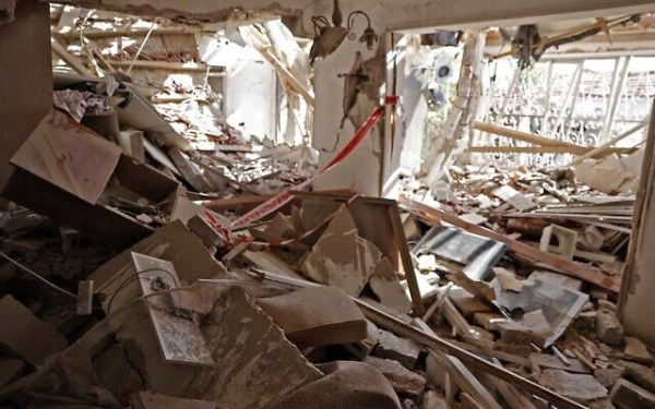 A heavily damaged house from rocket fire in the southern Israeli city of Ashkelon on May 11, 2021 (JACK GUEZ / AFP)