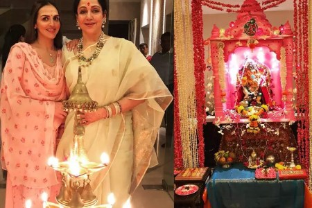 Esha Deol poses with Hema Malini for a beautiful Ganesh Chaturthi     Ganesh Chaturthi 2018  Bollywood celebrities welcome Lord Ganesha home